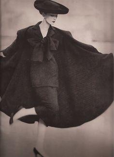 Dovima in La vin Castillo, Photo buona Richard Avedon Vintage Glamour, Vintage Beauty, Vintage Ladies, Vintage Woman, 1950s Fashion, Vintage Fashion, Vintage Style, Retro Vintage, Top Fashion Magazines