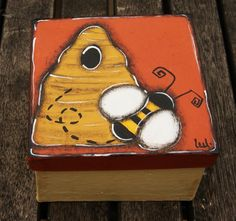 Bee and hive painted on a box with lid - Jewel or treasury box painted de la boutique LULdesign sur Etsy