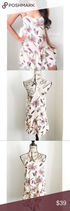"""NWT Roxy Palm Pineapple Slip Dress ✦   ✦{I am not a professional photographer, actual color of item may vary ➾slightly from pics}  ❥chest:18"""" ❥waist:19.5"""" ❥length:28"""" chest-hem ❥straps:adjustable  ➳material/care:viscose/machine wash  ➳fit:true  ➳condition:new w/tag   ✦20% off bundles of 3/more items ✦No Trades  ✦NO HOLDS ✦No transactions outside Poshmark  ✦No lowball offers/sales are final Roxy Dresses"""