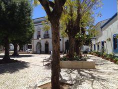Gastcolumn | Fraai pleintje | Verschenen op Portugal-vakantie