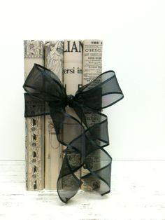 Black and White Wedding, Italian Paper on Old Books ! Stunning for WEDDING TABLE !