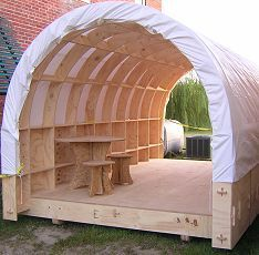 Shelter for the masses with an outdoor living room set. Backyard Projects, Outdoor Projects, Wood Projects, Woodworking Projects, Outdoor Decor, Outdoor Living, Outdoor Office, Tiny House Cabin, Tiny House Living