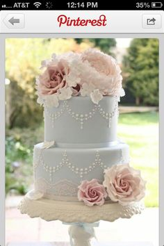 Vintage cake---doesn't have to be blue fondant but love the lace detail