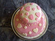 a szivecskés tortám, amit egy kislánynak készítettem
