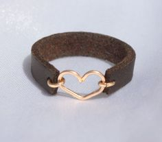Leather Heart Ring / Heart ring / Gold and Leather ring / Any Size Leather rings / Tiny Heart ring / Rose Gold ring / leather band ring Leder Herz Ring / Herz Ring / Gold und Leder von JULJULGOLD Leather Art, Leather Cuffs, Gold Leather, Leather Earrings, Leather Jewelry, Diy Leather Rings, Dainty Jewelry, Heart Jewelry, Jewelry Gifts