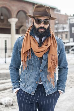 Beat the cold with the most stylish and essential winter accessory.Here are 24 Stylish Scarves for Men to keep their Winter Fashion Game up this year Swag Style, Style Hip Hop, Style Grunge, Style Casual, Men Casual, Mens Style Guide, Men Style Tips, Angel Bespoke, Dandy