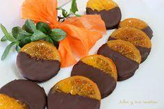 Las naranjas confitadas con chocolate es uno de mis dulces preferidos de la  Navidad  y es que esa combinación de sabores es deliciosa....