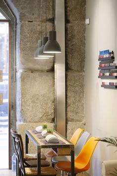 Mesa de manicura Nail Salon Decor, Salon Nails, Beauty Room Decor, Nail Room, Beauty Salon Design, Spa Design, Treatment Rooms, Cozy Living Rooms, Interior Design