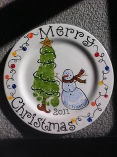 Cute And Fun Christmas Handprint And Footprint Crafts For Kids 20 - Weihnachten Christmas Plates, Christmas Crafts For Kids, Christmas Activities, Baby Crafts, First Christmas, Christmas Projects, Holiday Crafts, Holiday Fun, Christmas Holidays