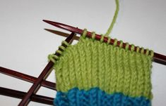 Hvordan strikke sokker til barn – Boerboelheidi Friendship Bracelets, Diy And Crafts, Fashion, Threading, Moda, Fashion Styles, Fashion Illustrations, Friend Bracelets