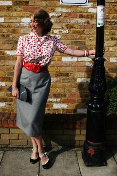 Charlotte from Tuppence Ha'penny sporting a seriously darling cherry print blouse and classic houndstooth skirt. #vintage #fashion #bloggers
