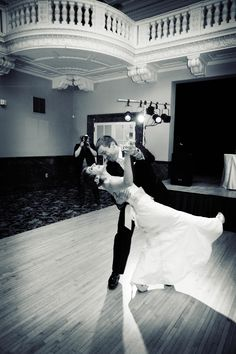 Dance lessons pay off! A dip during the first dance is classy and romantic. Photo by Angeli. #WeddingDanceLessons