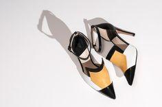 #Arlequín #Zapatos #LEI É #Zapatoscombinados #Amarillo Kitten Heels, Summer, Shoes, Collection, Fashion, Shopping, Shoe Designs, Totes, Lady