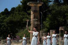 リオ五輪の聖火、古代オリンピア遺跡で採火式
