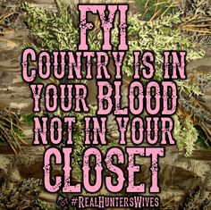 Sooo true:) these girls that are city slickers think they can by a camo shirt and put on boots and they're country.sorry ladies! It's how you're raised and what you love that makes you country Real Country Girls, Country Girl Life, Country Strong, Country Girl Quotes, Cute N Country, Country Music, Country Sayings, Girl Sayings, Girl Hunting Quotes