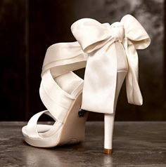 So Gorgeous!!!!!!!! These Vera Wang wedding shoes are sure to make your walk down the aisle even more magical.
