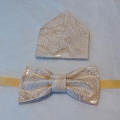 Idete na svadbu alebo ples a váš drahý potrebuje nový originálny motýlik k obleku? Tu je návod. Prižehľovací vliselín prižehlíme na látku (ja som použila brokát) a vystrihneme dva obdĺžniky, pr...