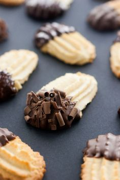 intensefoodcravings:  Chocolate Dipped Italian Butter Cookies |...
