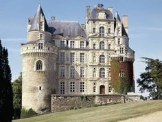 A castle in Europe Real Castles, Beautiful Castles, Beautiful Buildings, French Castles, Castle Ruins, Medieval Castle, Cathedral Church, French Chateau, Old Buildings