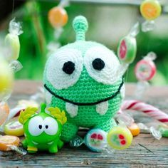 In the post you can find a free Om Nom amigurumi pattern. This small green candy eater is really cute and funny! Let's crochet it!