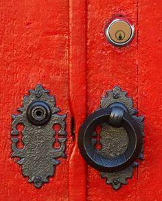 Top 20 Hardware Resources from design*sponge Door Knobs And Knockers, Knobs And Handles, Door Handles, Door Detail, Unique Doors, Do It Yourself Home, Windows And Doors, Red Doors, Shades Of Red