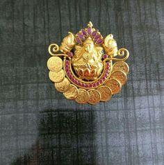 Gold Jhumka Earrings, Indian Jewelry Earrings, Jewelry Design Earrings, Gold Earrings Designs, Gold Jewellery Design, Emerald Jewelry, Antique Earrings, Silver Jewelry, Emerald Pendant