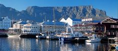 V&A Waterfront, Cape Town - la cosa migliore del Sudafrica. V&a Waterfront, Cape Town South Africa, The V&a, Africa Travel, San Francisco Skyline, Places Ive Been, The Neighbourhood, Tourism, Beautiful Places