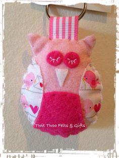 Felt pink owl keyring / keychain with by TwitTwooFeltsAndGift