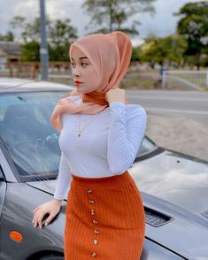 "afifie laila💯 di Instagram ""~~>panas pulak bontot @mokepahmokepah duk ats bonet😹😹 Gold : @cikgu_zaiton"" Beautiful Hijab, Beautiful Women, My Girl, High Waisted Skirt, Hot, Sexy, Connect, Skirts, People"