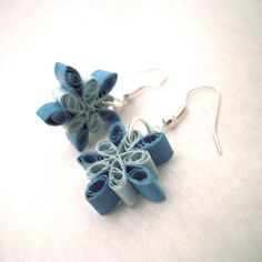 these snowflake quilling earrings are so cute! Maybe a new hobby? As if I don't already have enough:)