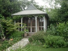 Design and construction of a small colonial and Edwardian style summerhouse for a couple in Muswell Hill