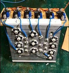 Frustrated with the prices for high quality grow light systems? Let's design a fully controllable, easy to adjust, open-source LED panel. Led Projects, Electrical Projects, Arduino Projects, Led Light Design, Lighting Design, Diy Electronics, Electronics Projects, Indoor Farming, Led Diy