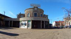 Dworzec SKM... Gdynia, centrum miasta... Modernizm...