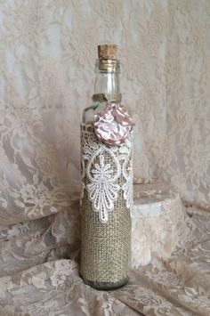 Decorating jars, bottles and jars with lace fabric is a practical choice that can be made at home, w Recycled Glass Bottles, Glass Bottle Crafts, Wine Bottle Art, Diy Bottle, Altered Bottles, Antique Bottles, Vintage Bottles, Bottles And Jars, Mason Jars