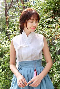 Korean Fashion Trends you can Steal – Designer Fashion Tips Korean Fashion Trends, Korean Street Fashion, Korea Fashion, Korean Traditional Clothes, Traditional Dresses, Korean Dress, Korean Outfits, Myanmar Dress Design, Modern Hanbok