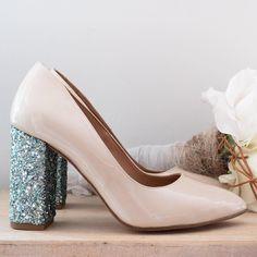 1728d6583d4 ZAPATOS NOVIA BY LOVE STORY · Los zapatos de tus sueños vienen con punta  almendrada y tacón con glitter mint 💘 Preciosos