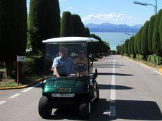 La pace e la serenità di una giornata in riva al lago, con una golf car che rende unico il tuo divertimento e ti aiuta a spostarti, ti appoggia quando devi percorrere salite faticose. Grand golf cars, scopri di più su : www.golfcar.it