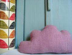 Petit+nuage+en+lin+vieux+rose,+à+poser+ou+à+suspendre+:+Accessoires+de+maison+par+le-bazar-creations