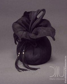 сумка кожаная `Торба-Орхидея` черная. Состав-кожа натуральная  Подклад-лён.  Внутри-2 кармана - на молнии и без.  Цвет и детали можно…