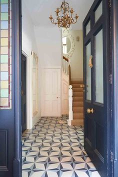 In this Victorian revamp, soft sorbet shades set a calm palette – then a host of brilliantly wayward finishing touches stir things up. Modern Victorian Decor, Victorian Hallway, Victorian House Interiors, Victorian Terrace House, Victorian Townhouse, Victorian Design, Edwardian House, Terraced House, Tiled Hallway