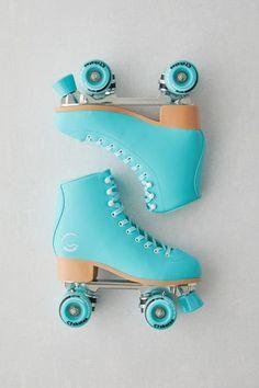 Retro Roller Skates, Roller Skate Shoes, Quad Roller Skates, Roller Rink, Roller Skating, Outdoor Roller Skates, Cute Shoes, Me Too Shoes, Girls Shoes