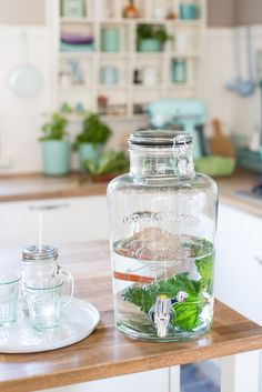 Minty House Photo, Nordal, spring, water, kitchen, fresh, green Big Kitchen, Kitchen Dining, Kitchen Stuff, Kitchen Ideas, Dining Room, Cream Aga, Minty House, Kitchen Dresser, Hurricane Lamps