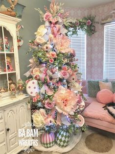 Spring Easter Table Setting & An Easter Spring Tree Easter Tree Decorations, Easter Wreaths, Spring Decorations, Holiday Images, Easter Flowers, Spring Tree, Creation Deco, Easter Parade, Hoppy Easter