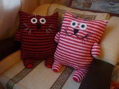 Crochet Home, Crochet For Kids, Crochet Crafts, Crochet Projects, Crochet Owl Pillows, Knitted Owl, Cat Pillow, Sewing Toys, Knitting For Beginners