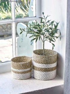Comment fabriquer un panier cache-pot ? Rope Basket, Basket Weaving, Rope Crafts, Diy Crafts, Ikea Picture Ledge, Ikea Pictures, Diy Storage, Bathroom Storage, Storage Ideas