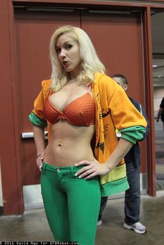 Aquaman IS good for something. Dc Cosplay, Comic Con Cosplay, Aquaman Cosplay, Marvel Cosplay, Best Cosplay, Cosplay Girls, Cosplay Costumes, Awesome Cosplay, Halloween Costumes