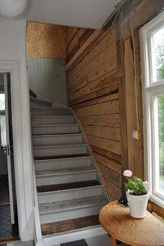 Jos hirsi näkyvissä, eritystä toiseen portaikon seinistä paneelilla näin