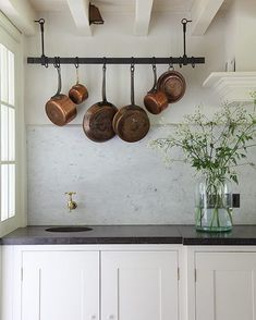 """Becca Interiors on Instagram: """"A country kitchen dream ✨ image from @light_locations #BeccaInteriors"""" Modern Farmhouse Kitchens, Farmhouse Kitchen Decor, Kitchen Interior, Home Kitchens, Farmhouse Sinks, Country Kitchens, Dream Kitchens, Küchen Design, Interior Design"""