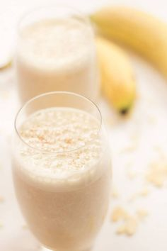 This delicious banana boost smoothie will give you such a great start to the day. With the added almonds providing vitamin E and the bananas being a great source of calcium, this is a great instant energy booster. Plus it's only 378 calories per serving! Healthy Juice Recipes, Healthy Smoothies, Healthy Drinks, Smoothie Recipes, Protein Recipes, Healthy Food, Apple Pie Smoothie, Kiwi Smoothie, Smoothie Diet