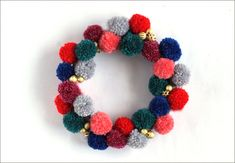 Awesome Pom Pom Wreath #tutorial from Small Good Things!